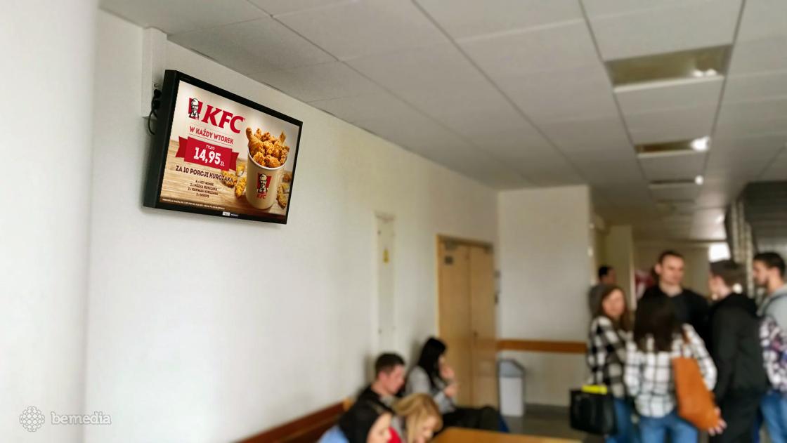Reklama KFC na ekranach multimedialnych