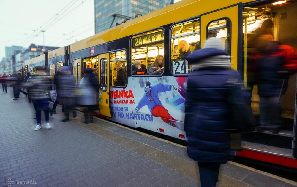Oklejony tramwaj Kotelnicy Białczńskiej