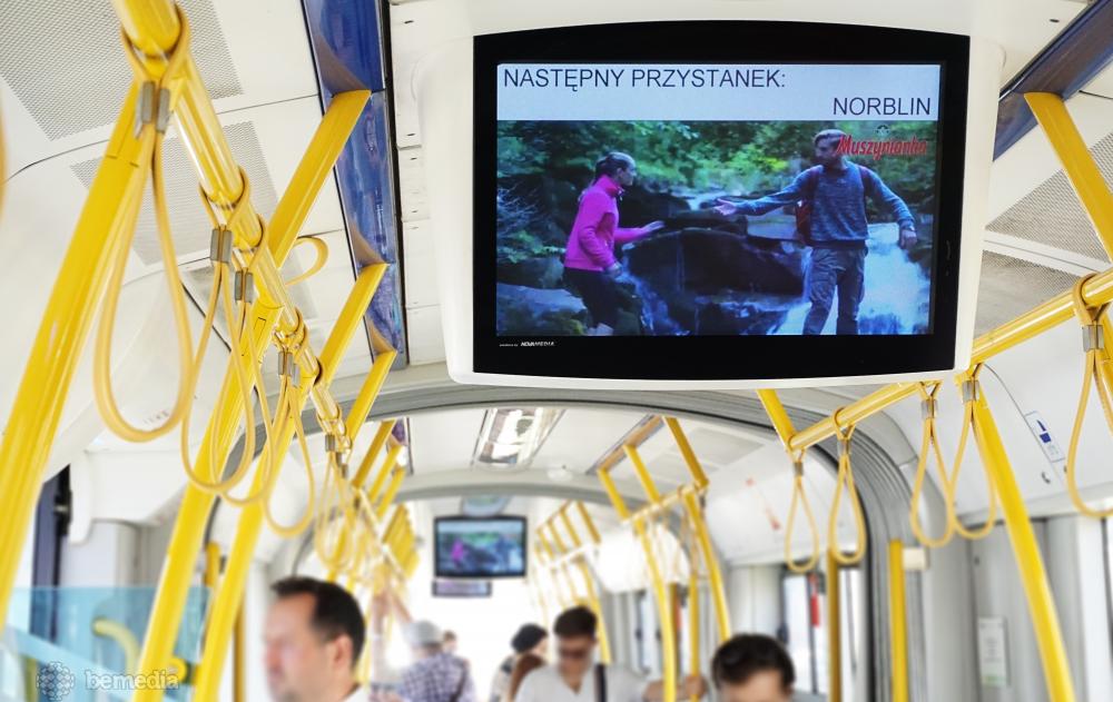 reklama na ekranach multimedialnych w tramwajach
