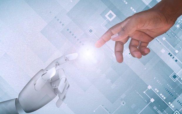 Człowiek kontra sztuczna inteligencja w agencji reklamowej
