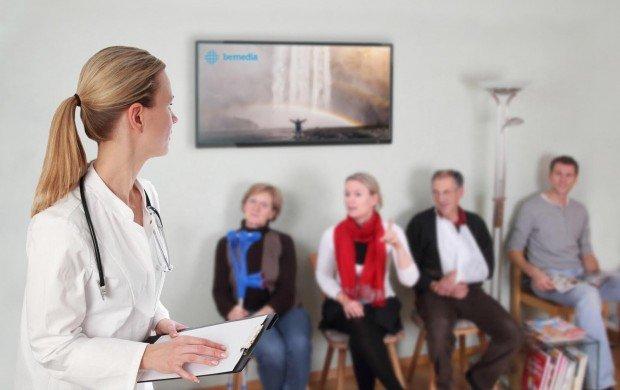ekran cyfrowy w przychodni lekarskiej