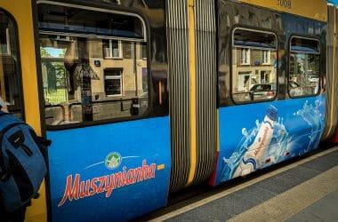 Reklama tranzytowa jako symbol powrotu do starego ładu