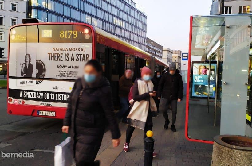 Jakie możliwości daje reklama na komunikacji miejskiej?