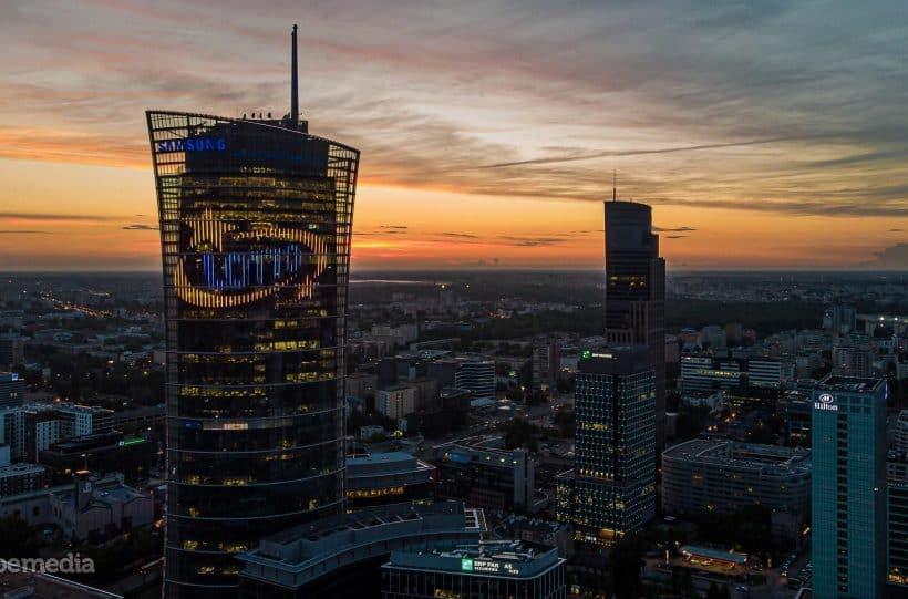 Dynamiczna iluminacja na wieży Warsaw Spire – dla tych, którzy mierzą wyżej